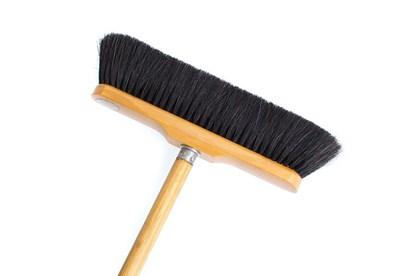 Obrázok pre výrobcu Drevená metla s čiernym konským vlasom - voskovaná