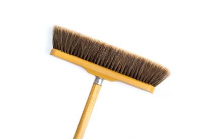 Obrázok pre výrobcu Drevená metla s dvojfarebným konským vlasom